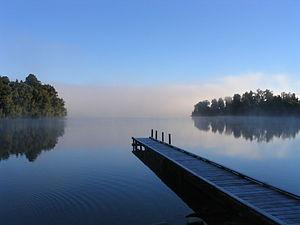 300px-Lake_mapourika_NZ